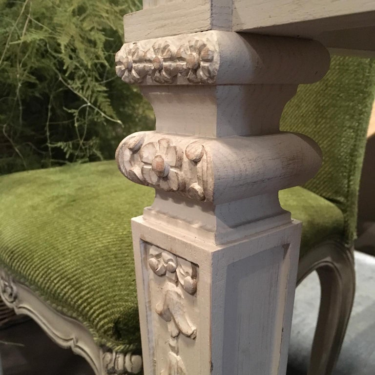 France Louis XVI Style Kitchen White Painted Dining Table In Excellent Condition For Sale In Brescia, IT
