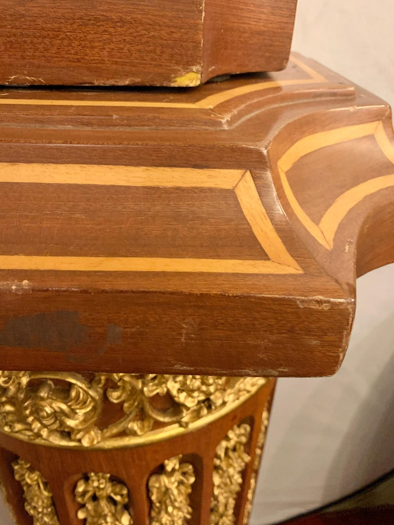 Louis XVI Pair of French circa 1950 Urns and Cover on Pedestals For Sale 4