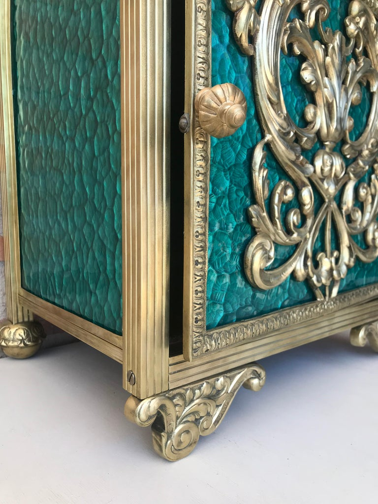 Louis XVI Pair of Bronze Vitrine Nightstands with Green Glass Doors and Drawer For Sale 5