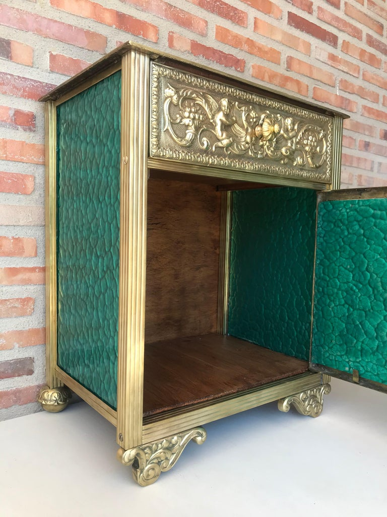 Louis XVI Pair of Bronze Vitrine Nightstands with Green Glass Doors and Drawer For Sale 6