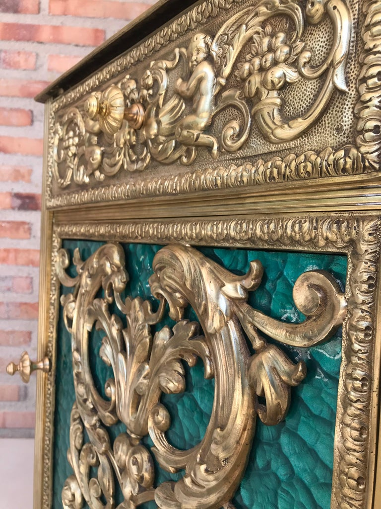 French Louis XVI Pair of Bronze Vitrine Nightstands with Green Glass Doors and Drawer For Sale