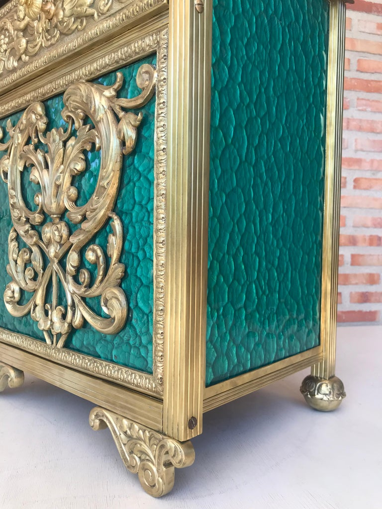Louis XVI Pair of Bronze Vitrine Nightstands with Green Glass Doors and Drawer For Sale 4