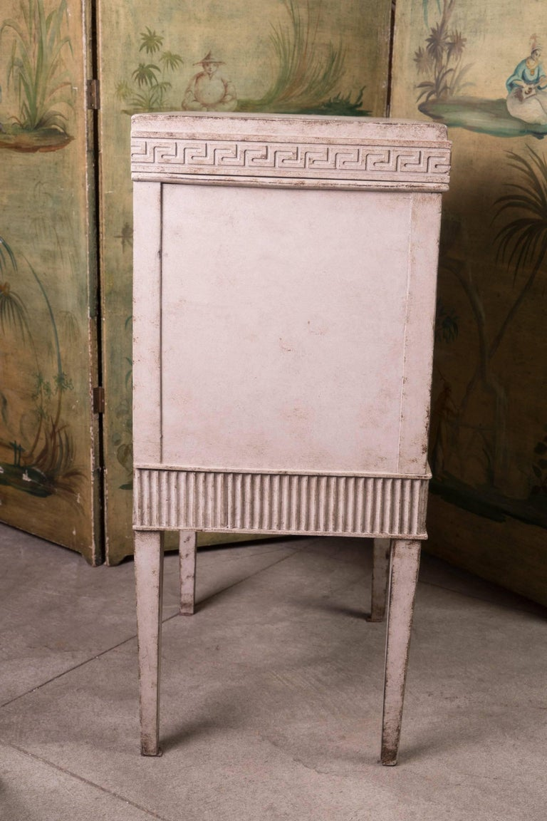 Louis XVI Petit Painted Commode In Good Condition For Sale In New Orleans, LA