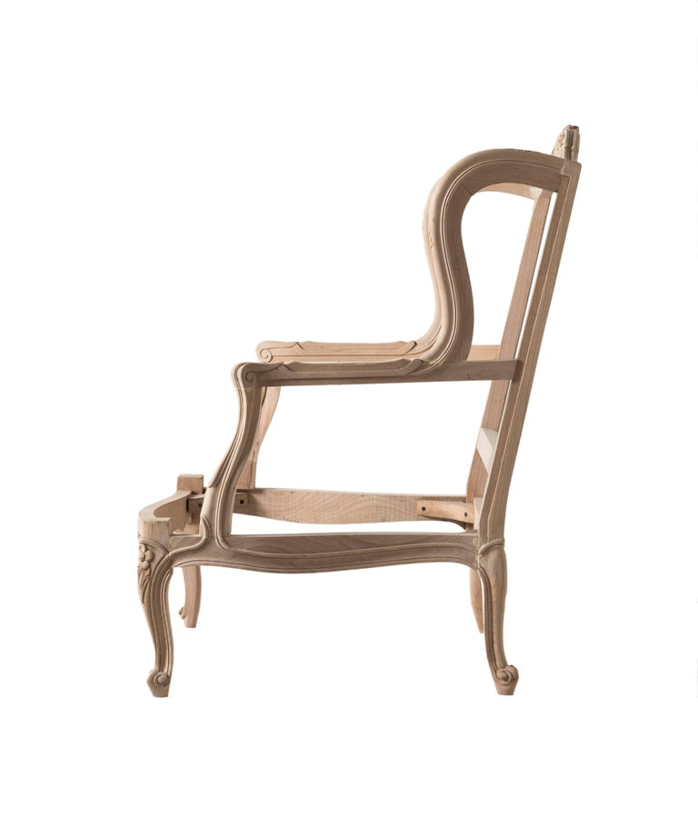 Louis XVI style Bergere chair in Italian beechwood Hand-carved. Size: H 38.5
