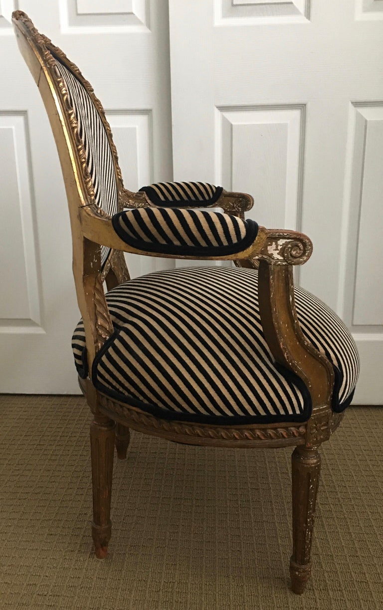 Louis XVI Style Carved Giltwood Armchair with Modern Stripe Upholstery In Fair Condition For Sale In Lambertville, NJ