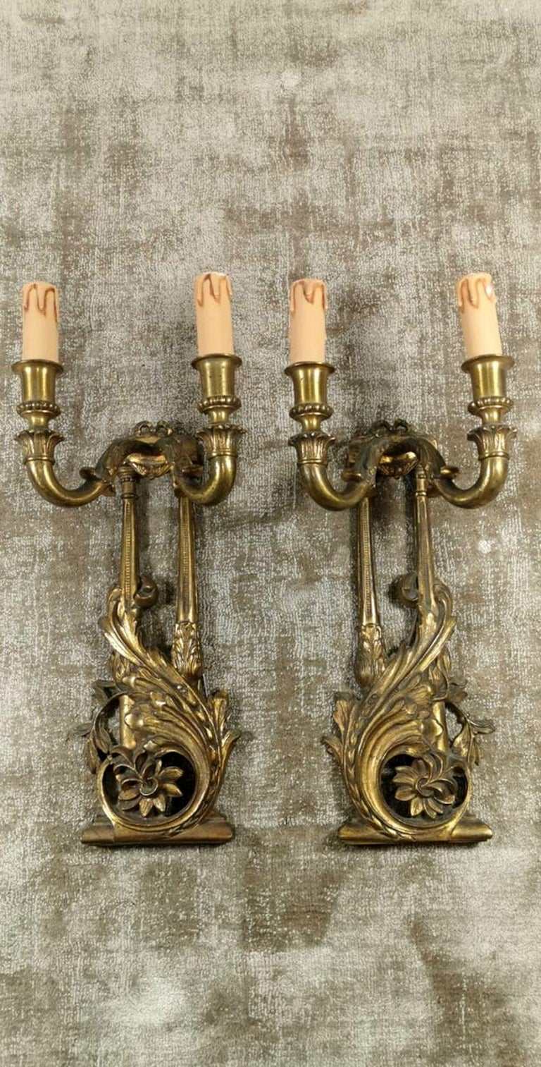 Important pair of sconces in bronze, the manufacturing process was to achieve a masterful and elaborate fusion of the various elements, which were then chiseled with extraordinary skill and delicacy and finally assembled; to complete it all, mercury
