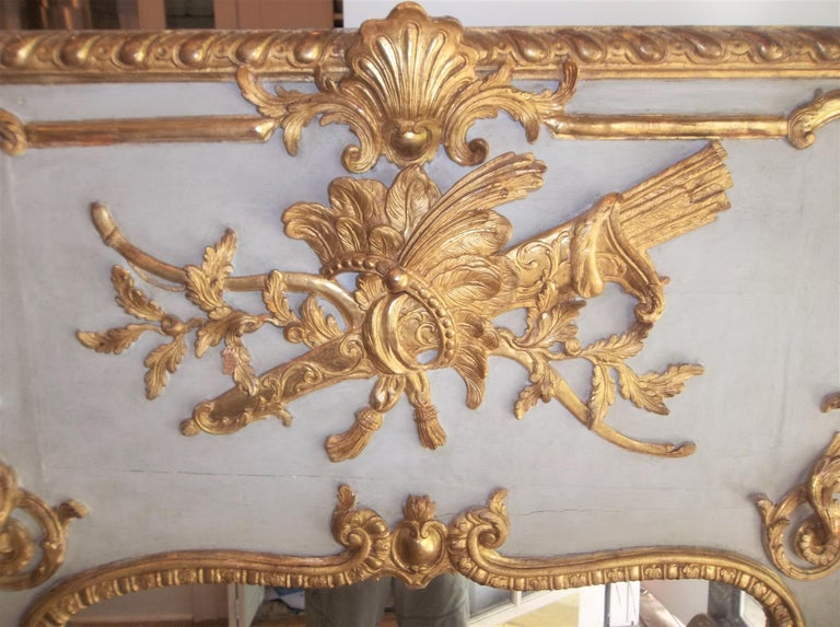 Louis XVI Style Giltwood Carved Trumeau Boiserie Fragment with Trophy In Good Condition For Sale In Nashville, TN