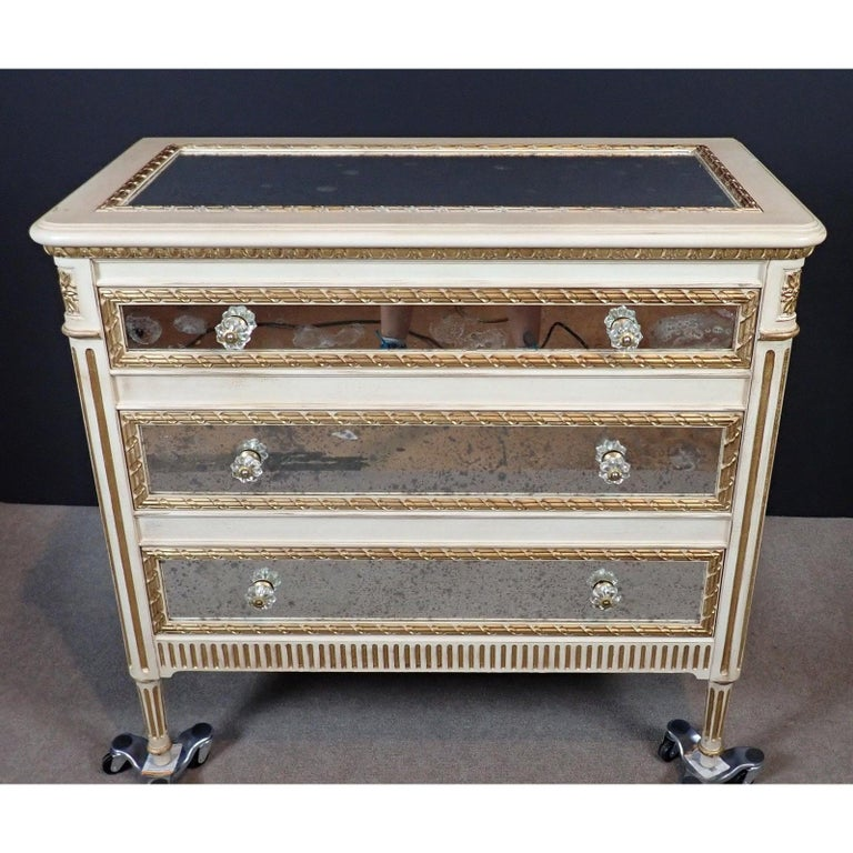 Louis XVI Style Mirrored Gilt and White Painted Chest of Drawers In Good Condition For Sale In Norwood, NJ