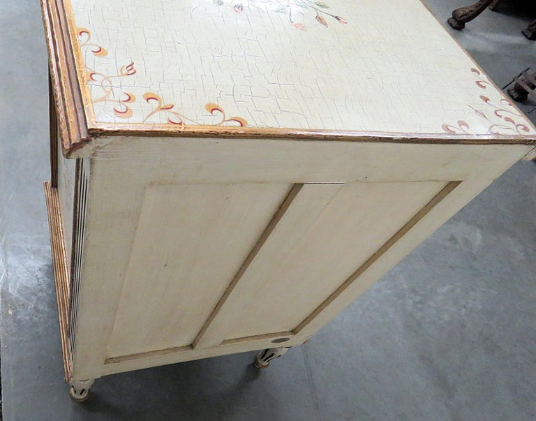 Louis XVI Style Paint Decorated Commode In Good Condition For Sale In Swedesboro, NJ