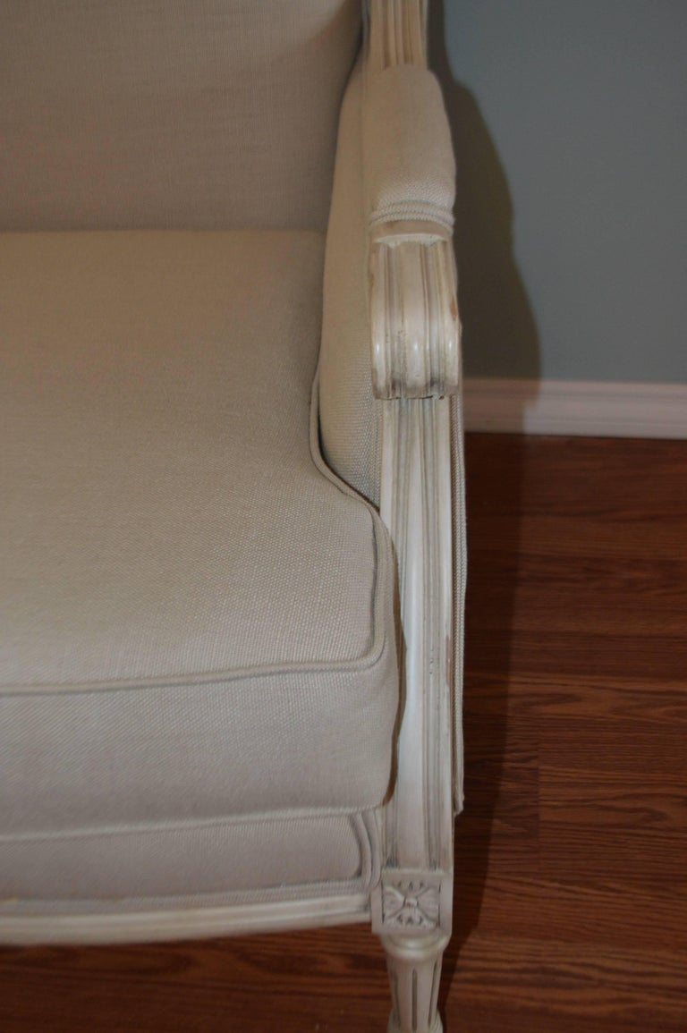 Louis XVI Style Painted Settee, Canape, Newly Upholstered in Grey Belgium Linen In Excellent Condition For Sale In Oakville, ON
