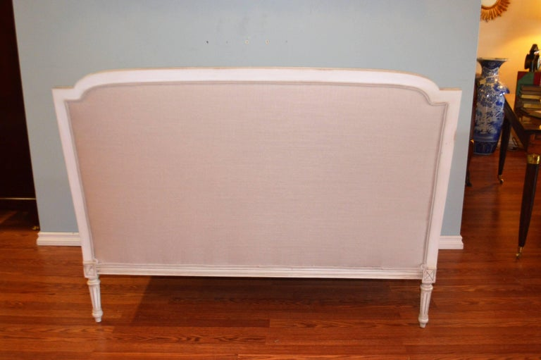 Louis XVI Style Painted Settee, Canape, Newly Upholstered in Grey Belgium Linen For Sale 4