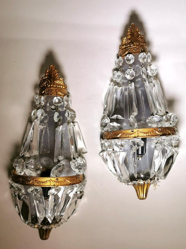 Louis XVI Style Pair of French Balloon Wall Sconces Brass and Crystal In Good Condition For Sale In Prato, Tuscany