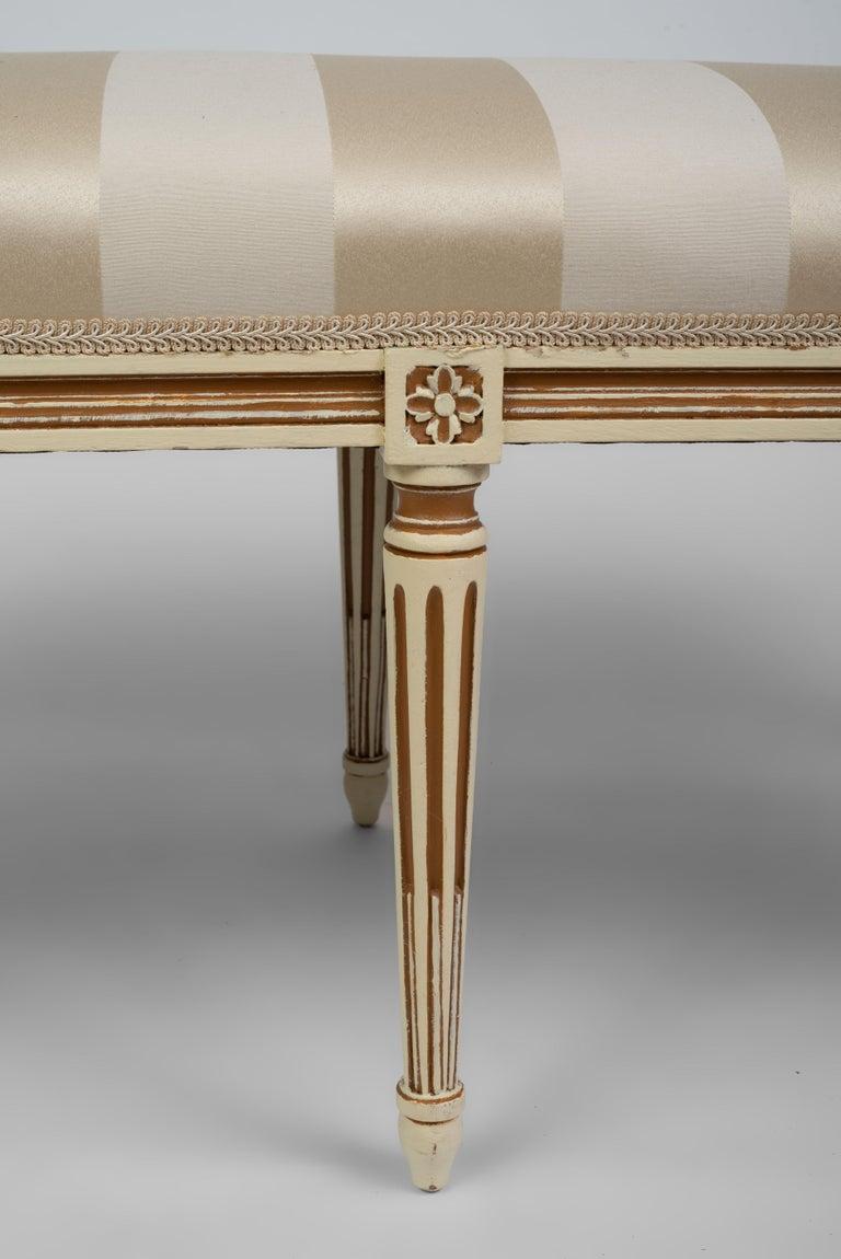Louis XVI Style Parcel Cream and Brown Painted Bench In Good Condition For Sale In Boston, MA