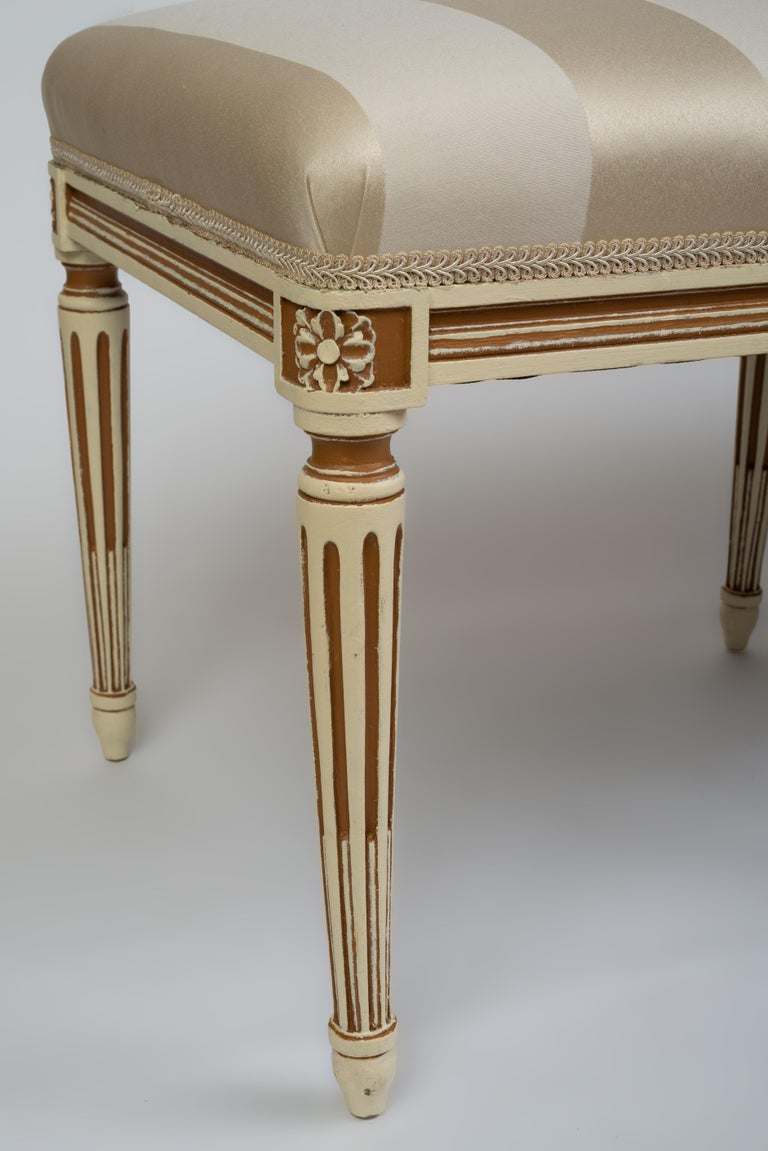 20th Century Louis XVI Style Parcel Cream and Brown Painted Bench For Sale