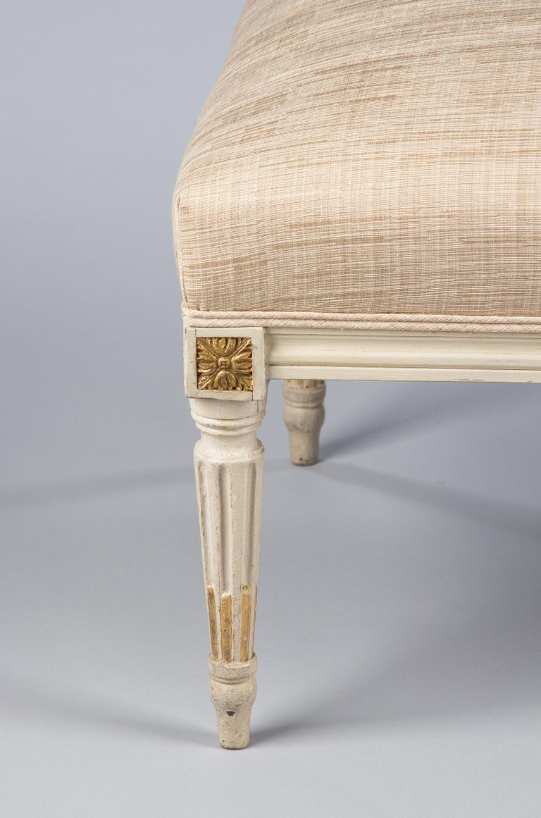 Louis XVI Style Upholstered Painted Ottoman, France, Early 1900s For Sale 7
