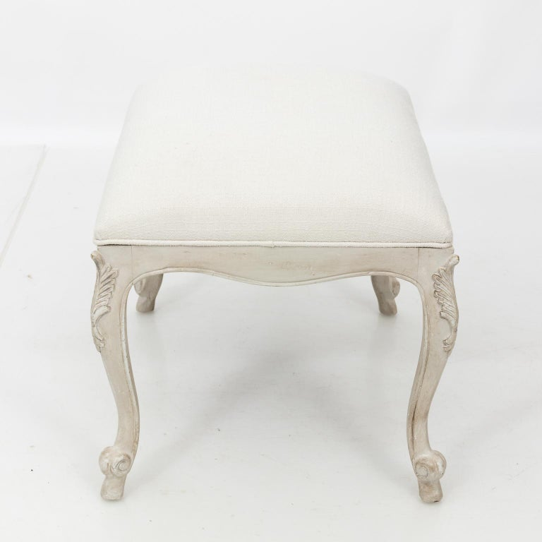Louis XVI Style White Painted Upholstered Bench, circa 1950 In Good Condition For Sale In Stamford, CT