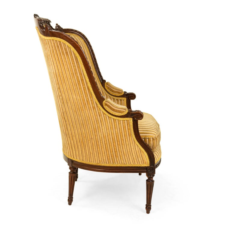 Louis XVI Walnut Bergère Armchairs In Good Condition For Sale In New York, NY