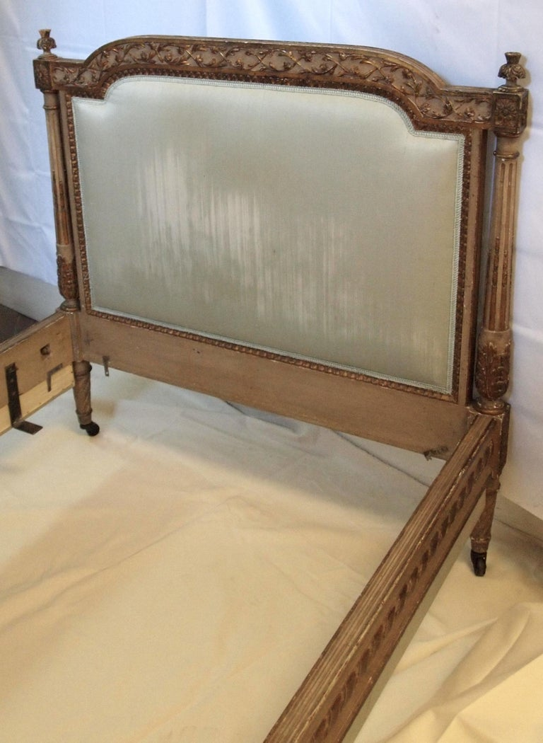 Louis XVl Style Parcel-Gilt and Painted Day Bed For Sale 4