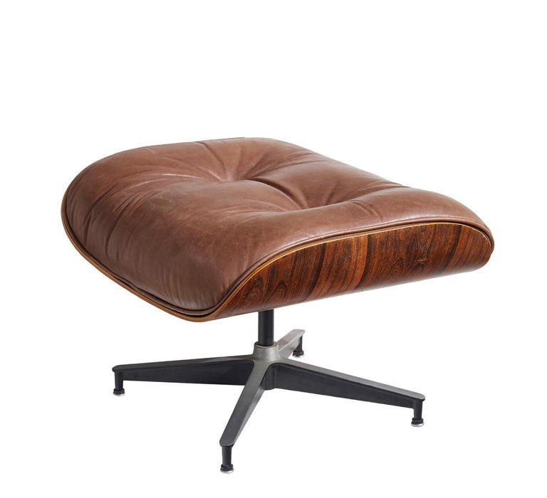 Lounge Chair and Ottoman by Charles and Ray Eames In Good Condition For Sale In Los Angeles, CA