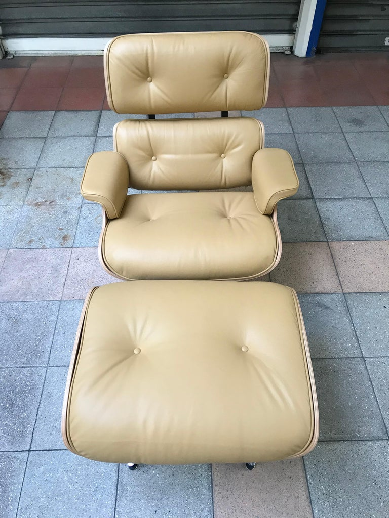 Lounge Chair and Ottoman Charles Eames For Sale 4