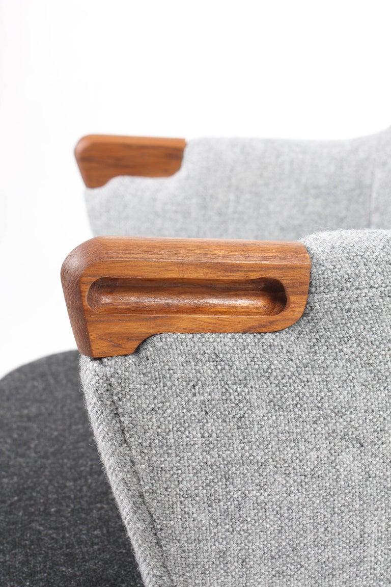 Scandinavian Modern Lounge Chair by Hans J. Wegner For Sale