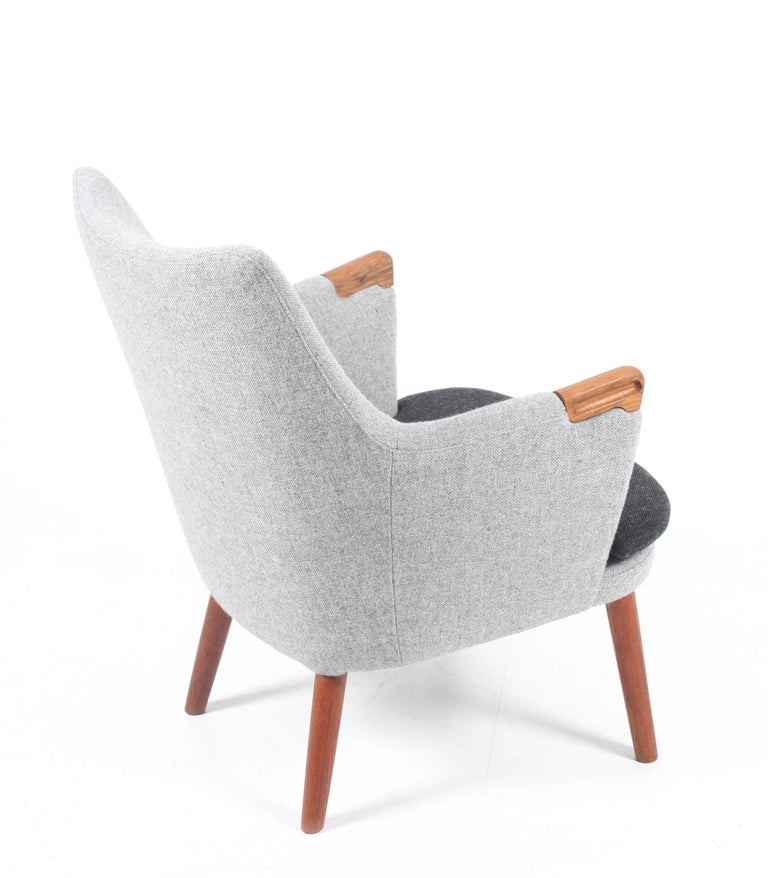 Mid-20th Century Lounge Chair by Hans J. Wegner For Sale