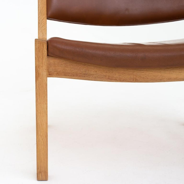 Lounge Chair by Hans J. Wegner In Good Condition For Sale In Copenhagen, DK