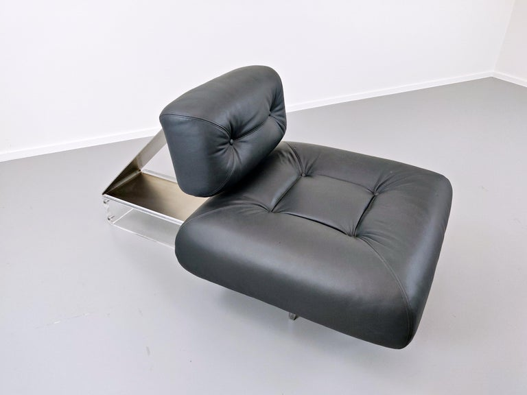 Lounge Chair by Oscar Niemeyer in Plexiglass, Steel and Black Leather For Sale 3