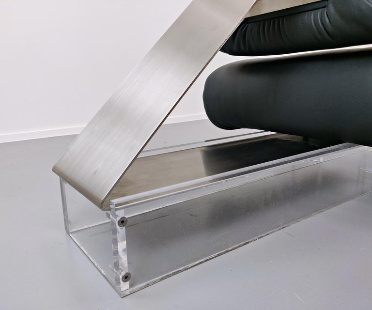 Lounge Chair by Oscar Niemeyer in Plexiglass, Steel and Black Leather For Sale 6