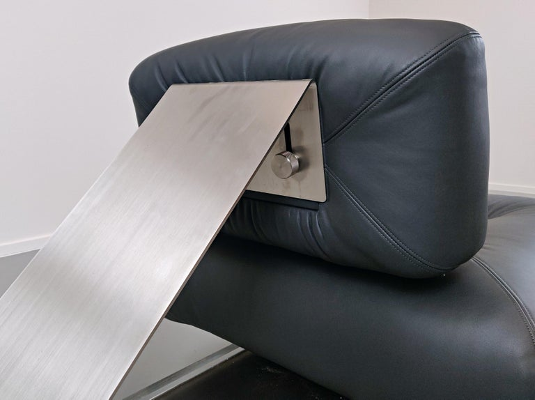 Lounge Chair by Oscar Niemeyer in Plexiglass, Steel and Black Leather For Sale 7