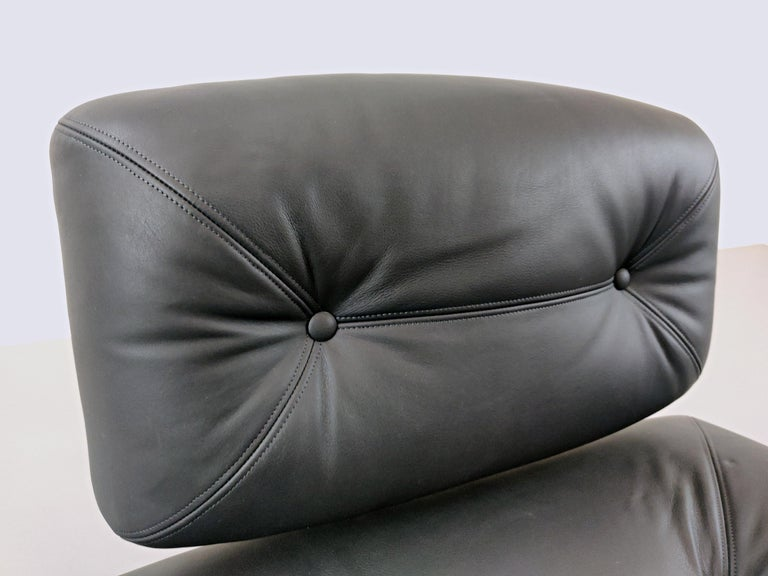Lounge Chair by Oscar Niemeyer in Plexiglass, Steel and Black Leather For Sale 10