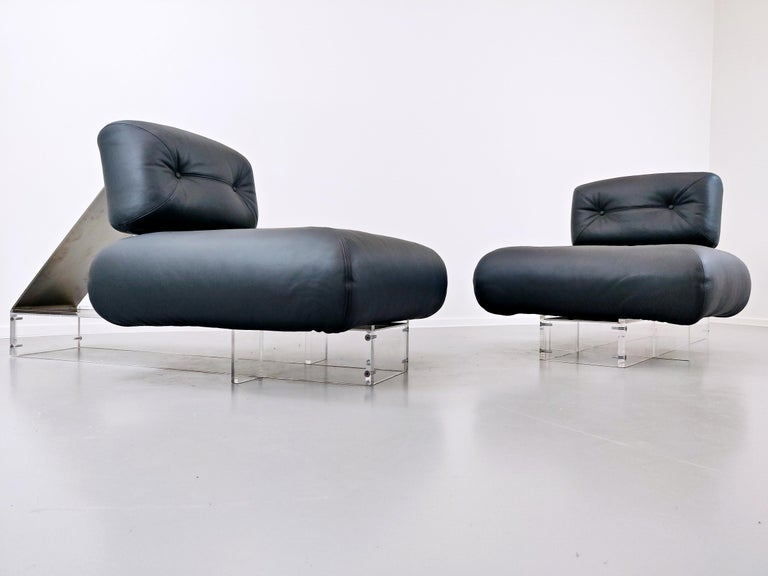 Mid-Century Modern Lounge Chair by Oscar Niemeyer in Plexiglass, Steel and Black Leather For Sale