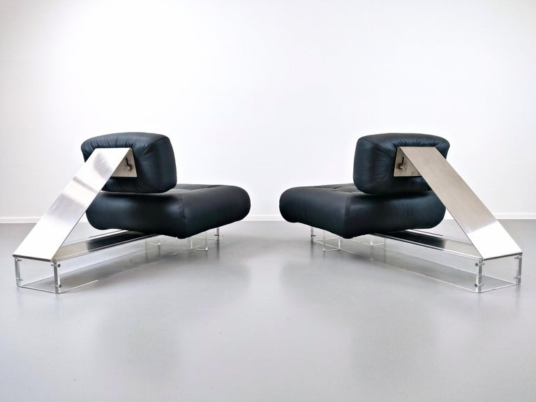Lounge Chair by Oscar Niemeyer in Plexiglass, Steel and Black Leather In Good Condition For Sale In Brussels, BE