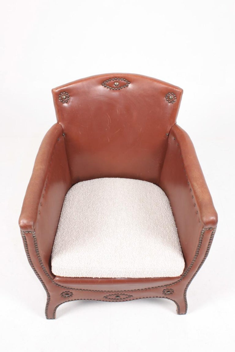 Scandinavian Modern Lounge Chair in Patinated Leather and Boucle Designed by Otto Schulz For Sale