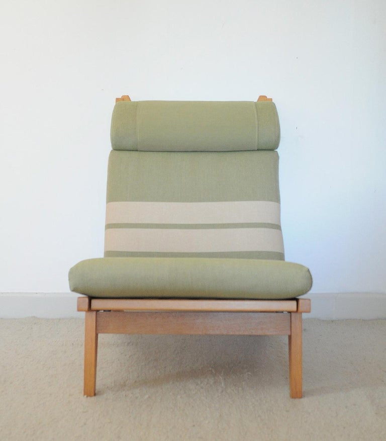 Danish Lounge Chair Made of Oak Designed in 1969 by Hans J. Wegner, Produced by GETAMA For Sale