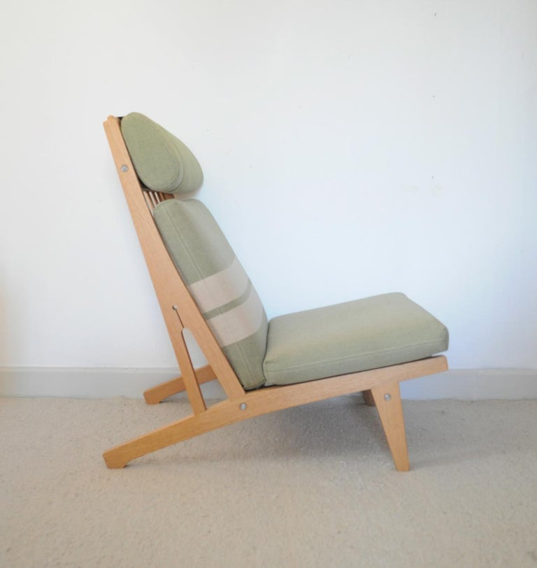 20th Century Lounge Chair Made of Oak Designed in 1969 by Hans J. Wegner, Produced by GETAMA For Sale