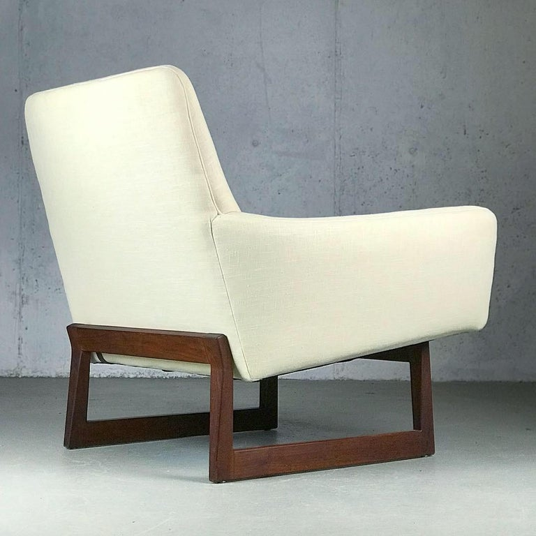 Mid-Century Modern Lounge Chair and Ottoman Designed by Jens Risom For Sale