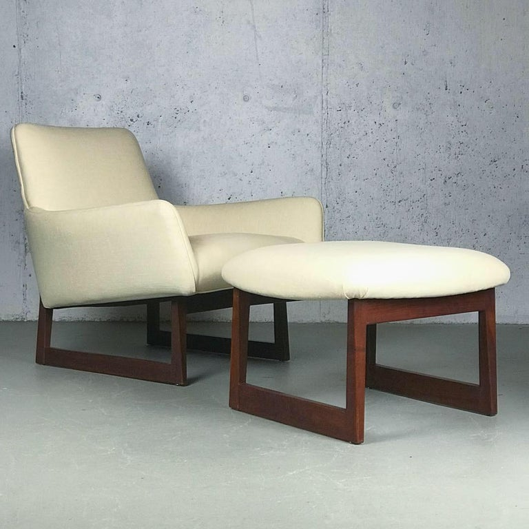 Mid-20th Century Lounge Chair and Ottoman Designed by Jens Risom For Sale