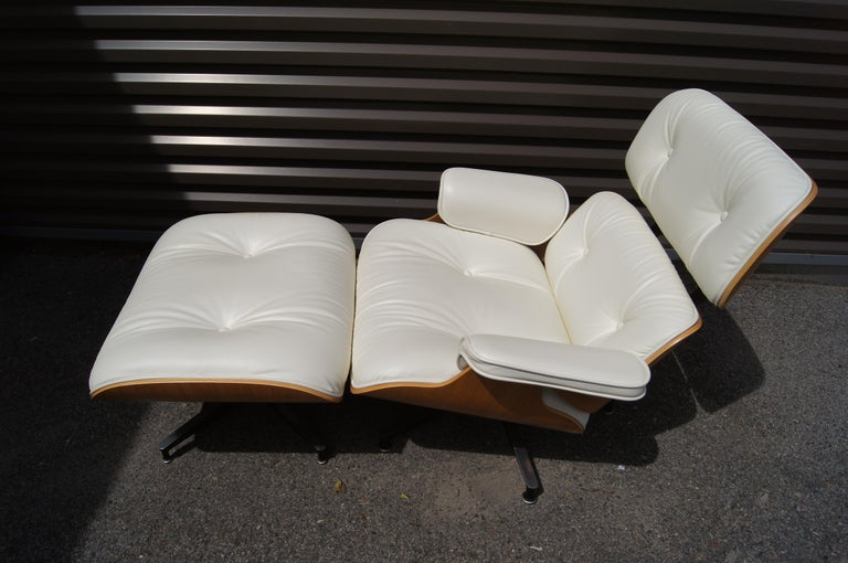 American Lounge Chair & Ottoman, Model 670/671, by Charles & Ray Eames for Herman Miller For Sale