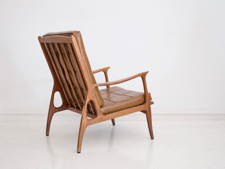 Lounge Chair with Wooden Frame and Brown Leather Cushions In Good Condition For Sale In Madrid, ES