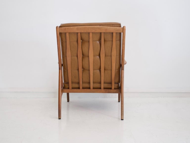 20th Century Lounge Chair with Wooden Frame and Brown Leather Cushions For Sale