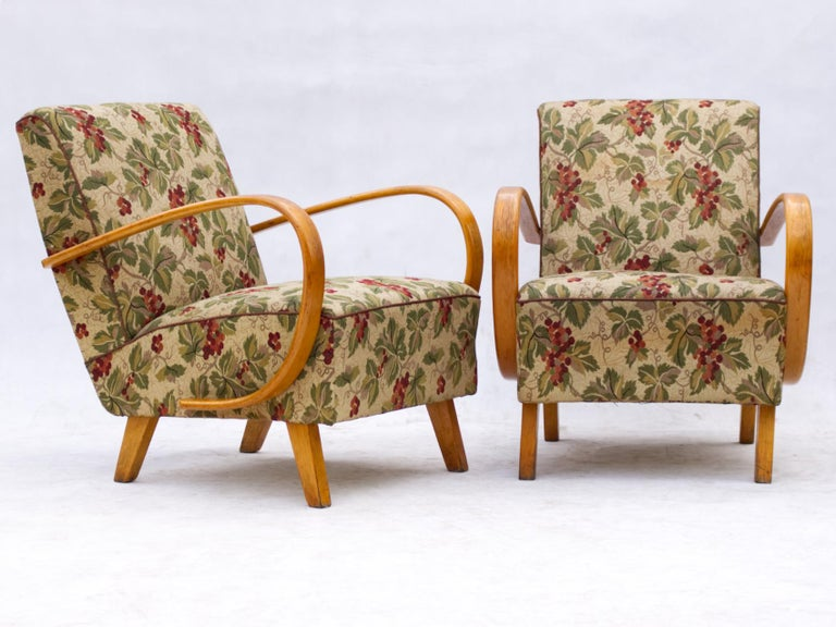 This lounge chairs, model No. 2, were designed by Jindrich Halabala and produced in Czechoslovakia in the 1930s by UP Zavody Brno. The chairs features curved armrests and legs made from stained beech and are upholstered in original fabric. The