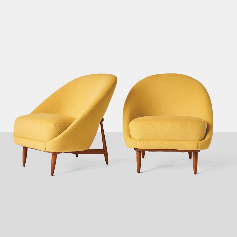 A pair of scoop style lounge chairs Model #115 by Theo Ruth for Artifort. Each chair has been completely restored in a luxurious Sandra Jordan Prima Alpaca fabric in Daffodil color with top stitch detail. The beech wood frames have been restored as