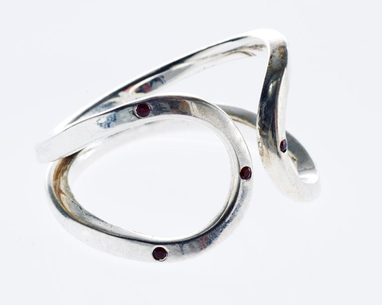 Contemporary Love Ring White Gold Orange Sapphire Adjustable J Dauphin For Sale