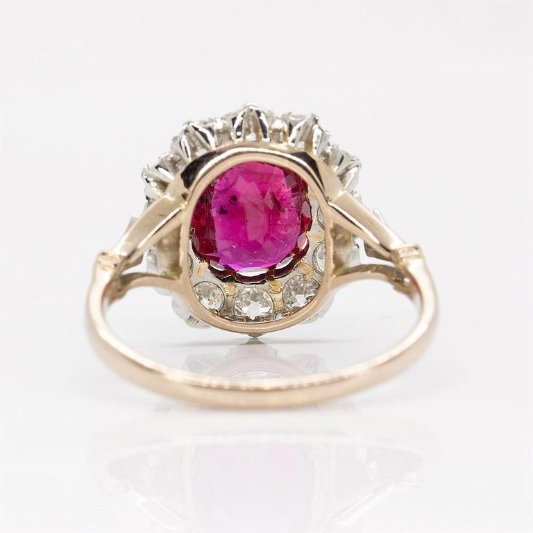 Art Deco Lovely 18 Karat Gold GIA Certified Ruby and Diamonds Halo Ring For Sale