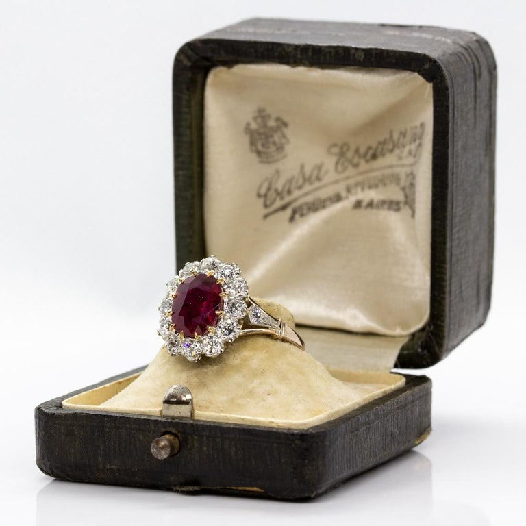 Women's or Men's Lovely 18 Karat Gold GIA Certified Ruby and Diamonds Halo Ring For Sale