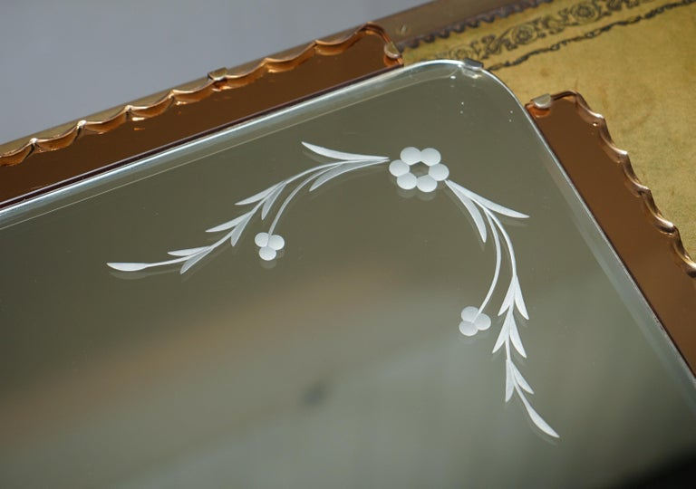 Lovely 1930s Peach French Art Deco Venetian Etched and Engraved Bevelled Mirror In Good Condition For Sale In London, GB
