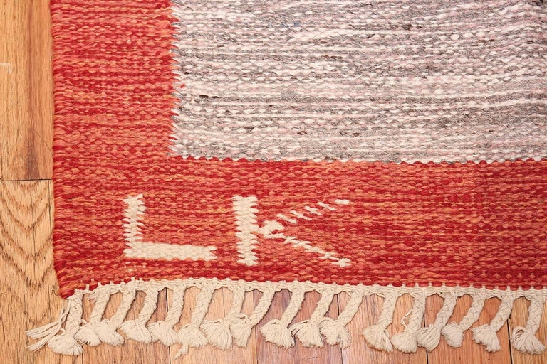 Hand-Woven Lovely and Vibrant Vintage Swedish Kilim. Size: 6 ft x 9 ft 9 in For Sale