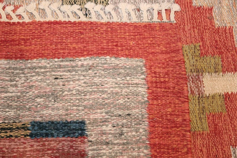 Lovely and Vibrant Vintage Swedish Kilim. Size: 6 ft x 9 ft 9 in For Sale 1