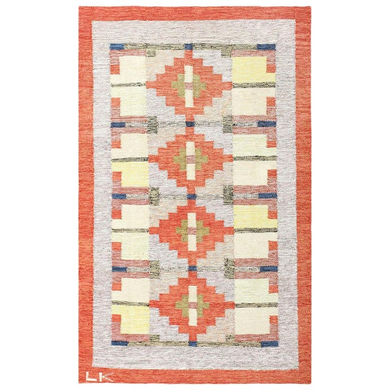 Lovely and Vibrant Vintage Swedish Kilim. Size: 6 ft x 9 ft 9 in For Sale